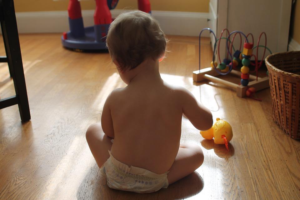 dítě hračky